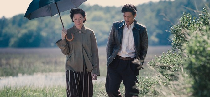 Julianne Nicholson under an umbrella with Takashi Yamaguchi in Sophie and the Rising Sun