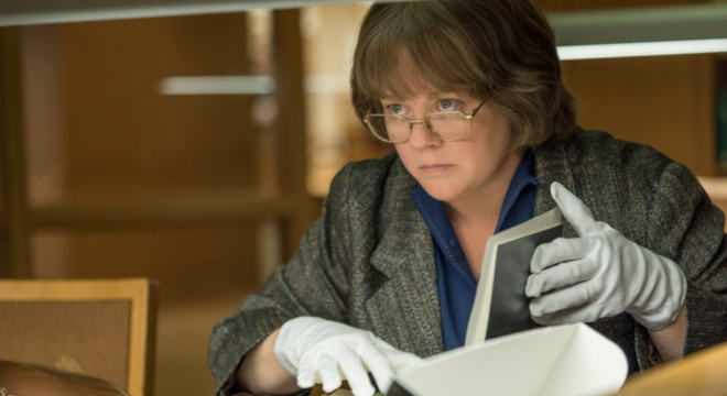 melissa mccarthy as lee israeli examining book in can you ever forgive me
