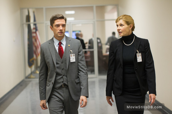 connie britton and topher grace in american ultra