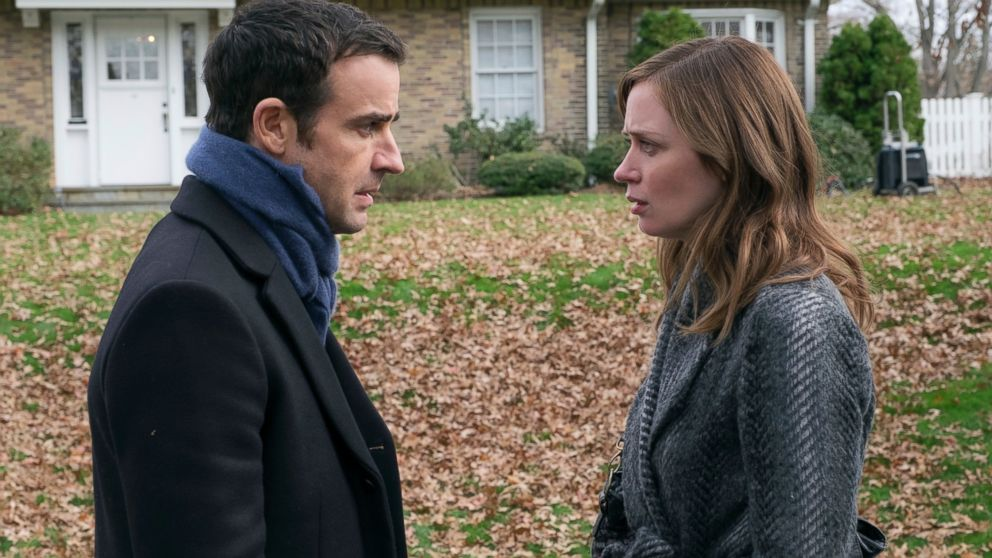 Emily Blunt and Justin Theroux talking outside in The Girl on the Train