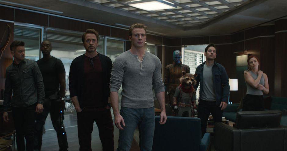 Group photo with Chris Evans, Robert Downey Jr., Paul Rudd, Rocket the Racoon, Scarlett Johansson, Don Cheadle, Karen Gillan and Jeremy Renner in Avengers: Endgame
