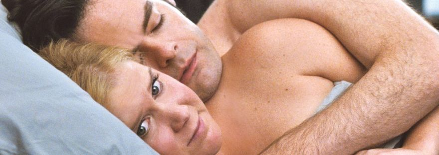 Bill Hader and Amy Schumer in bed in Trainwreck