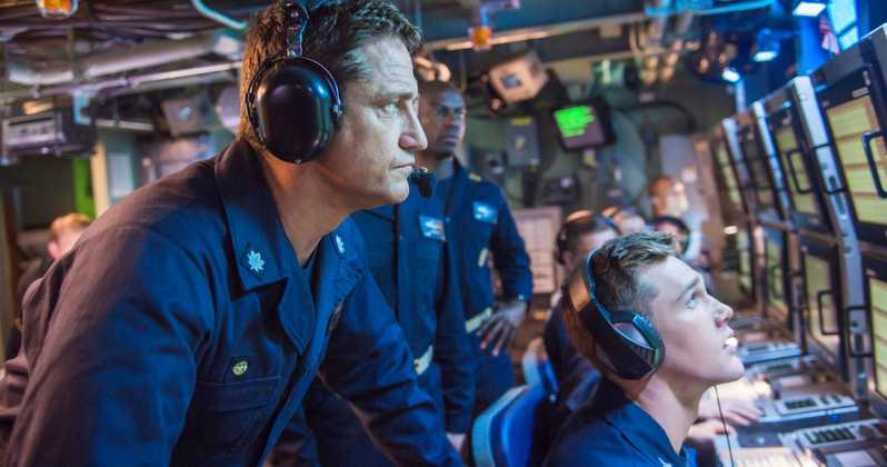 Gerard Butler in submarine control center during Hunter-Killer