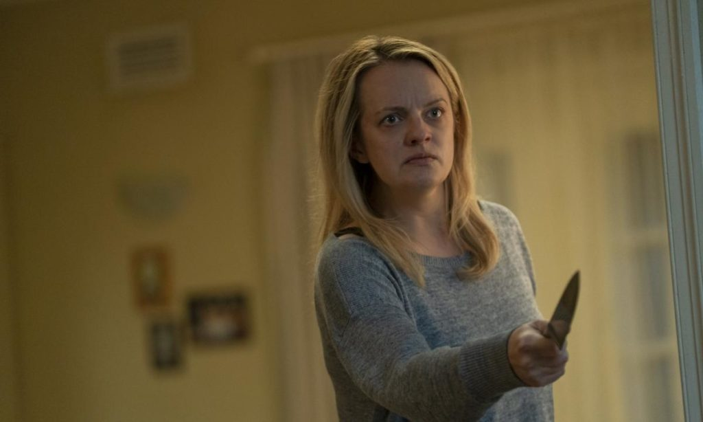 Elisabeth Moss holding knife in The Invisible Man