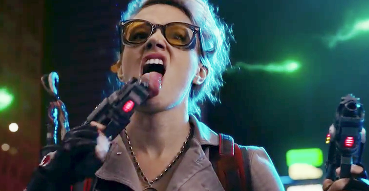 Kate McKinnon licking proton pack gun in Ghostbusters (2016)