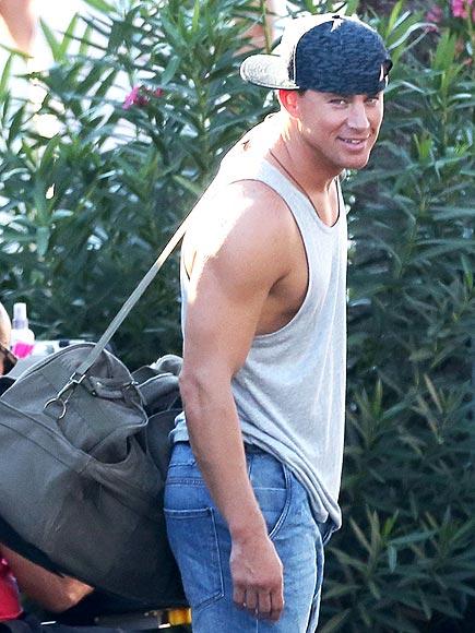 Channing Tatum in sideways baseball cap