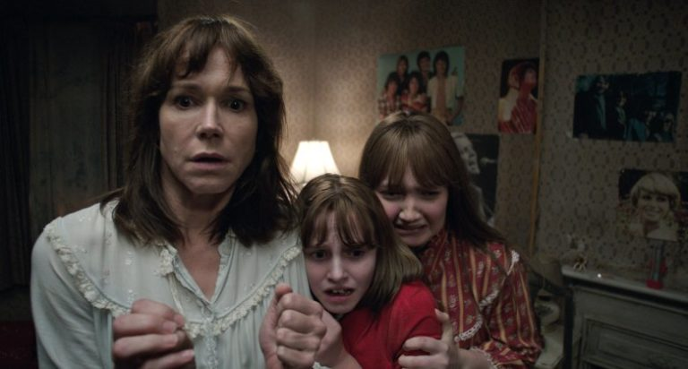 Family scared in The Conjuring 2