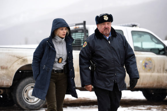 Elizabeth Olsen with police badge in Wind River