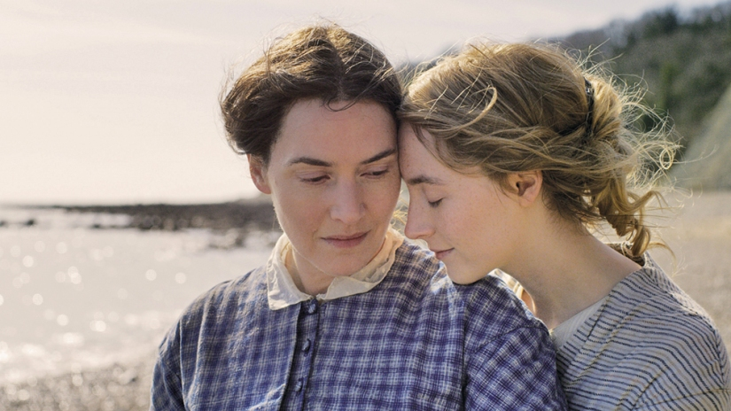 Ammonite movie Saoirse Ronan Kate Winslet on the beach