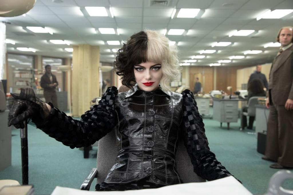 Emma Stone office in black and white Cruella